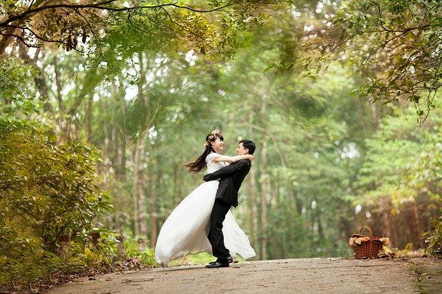 婚約指輪でプロポーズはもう古い|結婚の意志を知るプロポーズリングが人気